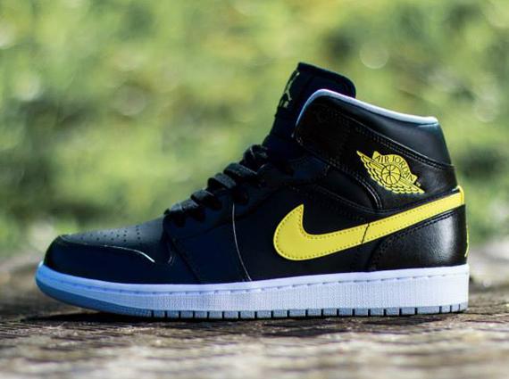 Air Jordan 1 Mid: Black - Vibrant