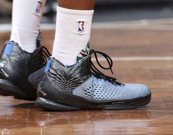 NBA Jordans Daily: Joe Johnson Splits Time In Melo M11 & XX9