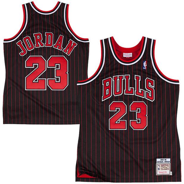 san francisco 619c8 e56d9 Michael Jordan's 1996 Bulls Pinstripe Jersey Pops Up Again ...