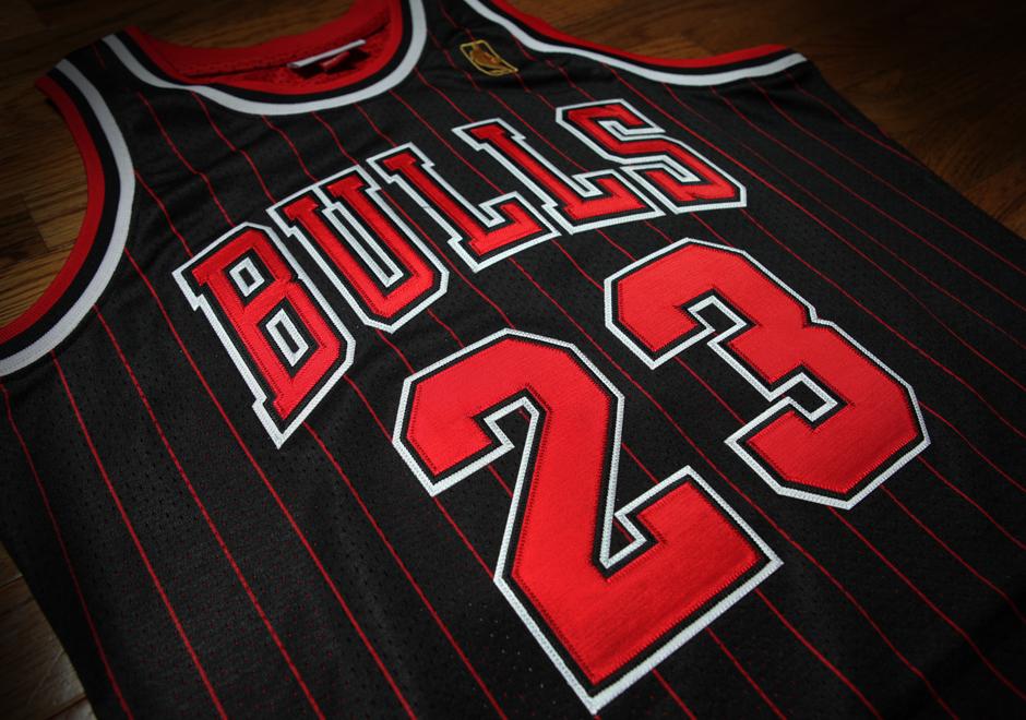 reputable site 6503f 4c6ca Detailed Look At Michael Jordan's 1996-97 Black Pinstripe ...