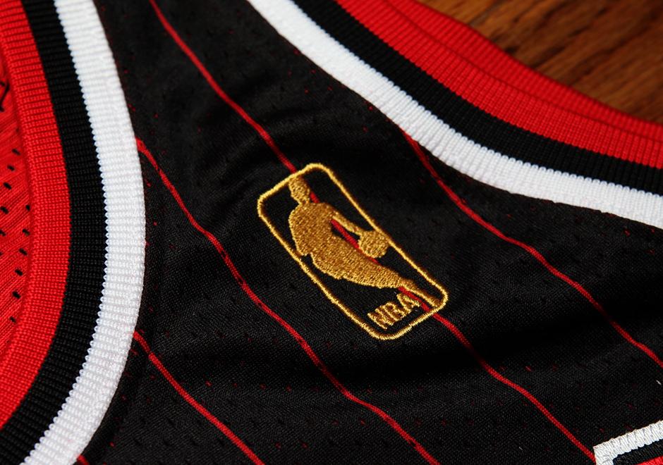 reputable site 3bd15 f65b1 Detailed Look At Michael Jordan's 1996-97 Black Pinstripe ...