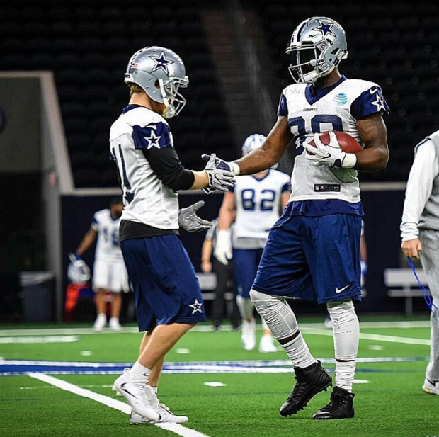 Dez Bryant Still Has The Best Jordan Cleats In The Nfl Air