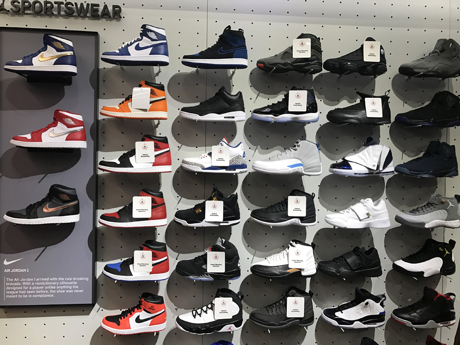 Vientre taiko crecer Templado  Foot Locker Times Square Is Opening With A Massive Air Jordan Restock - Air  Jordans, Release Dates & More | JordansDaily.com