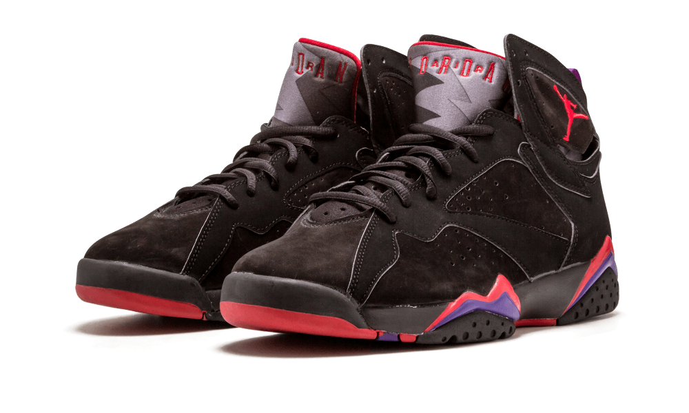 sports shoes 8f1b6 cfe0f Blame the effectiveness of the Toronto Raptors  color scheme. The original  black and red Air Jordan 7 released in December 2002 for the first time as  a ...
